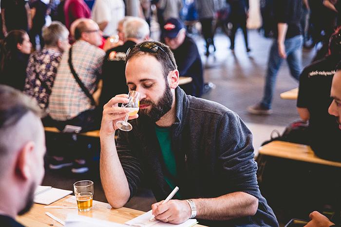 年年報到的以色列啤酒迷,超認真作筆記